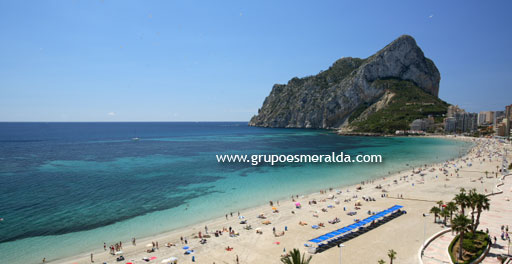 3 Dormitorios en 1ª Línea. Large apartment on the first line of Calpe Beach with views to Levante Beach. Large bedrooms and balcony. Fully furnished.