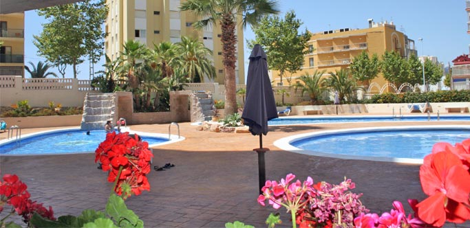 Apartamento Turquesa Beach de 3 Dormitorios frente al Peñón de Ifach, en Calpe.. 3 bedroom apartment located between 2 beaches of Calpe, facing the Rock of Ifach and just meters from the port of Calpe. The magnificent view and location make it a safe investment.