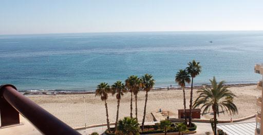 Magnífico ático dúplex en primera línea de playa, en Calpe.. Antes 429.500€, ahora 385.000€!!! Magnífico Ático dúplex de 3 dormitorios en primera línea de la playa de Levante con vistas espectaculares. Perfecto para disfrutar del sol y el mar.