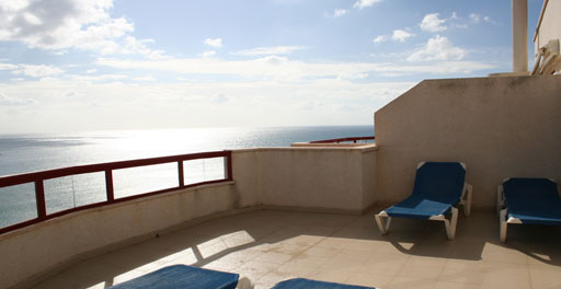 Ático dúplex 3 dorm. con espectaculares vistas. Duplex penthouse with 3 bedrooms, located on the Arenal Beach between the Port and the towncentre of Calpe. Spectacular views, unbeatable location.