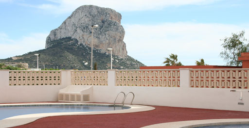 Apartamento de 2 dormitorios en primera línea de la Playa del Arenal, en Calpe.. Apartment with two bedrooms, located on the Arenal beach between the harbour and the downtown of Calpe, unbeatable location.