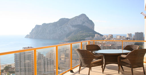 tico dplex con vistas increbles. Exklusives Maisonette-Penthouse mit traumhaftem Rundumblick auf das Meer, Berge und Salinen. Nur 100 Meter vom feinsandigen Levantestrand entfernt. Spa & WellnessCenter im 4-Sterne-Hotel Diamante Beach direkt nebenan.