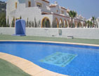 Top quality bungalow a few minutes from Levante and Arenal Beach, with pool and garden area, as well as with car parks.